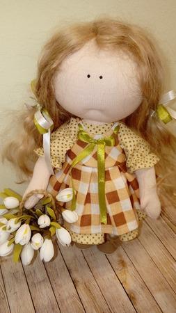 Кукла с подснежниками ручной работы на заказ