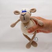Белая овечка Буся. Вязаная крючком плюшевая игрушка.