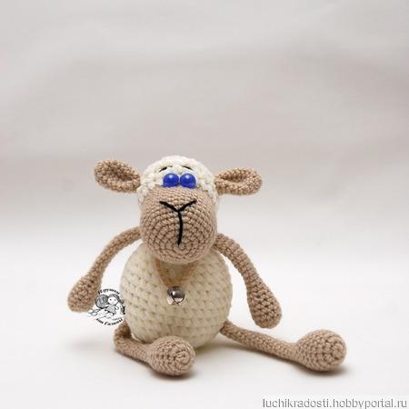Белая овечка Буся. Вязаная крючком плюшевая игрушка. ручной работы на заказ