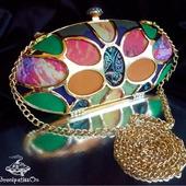 Клатч вечерний разноцветный с металлическимм каркасом золотого цвета