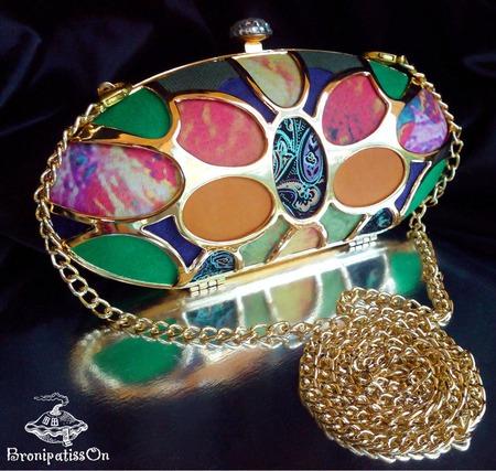 Клатч вечерний разноцветный с металлическимм каркасом золотого цвета ручной работы на заказ