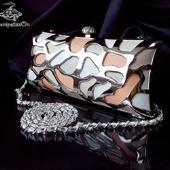 Клатч вечерний из натуральной кожи в нюдовой гамме с металлом