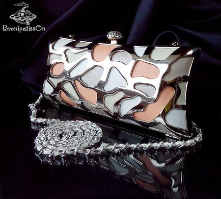 Клатч вечерний из натуральной кожи в нюдовой гамме с металлом ручной работы на заказ