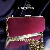 Клатч вечерний замшевый винно-бордового цвета с золотистым металлом