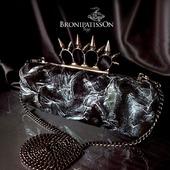 Клатч чёрно-серебряный из натуральной кожи с кастетом с шипами