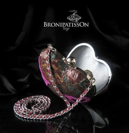Клатч вечерний кожаный в виде сердечка Rose heart ручной работы на заказ