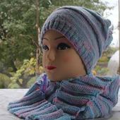Яркий комплект  (шапка, шарфик-бактус, гетры)