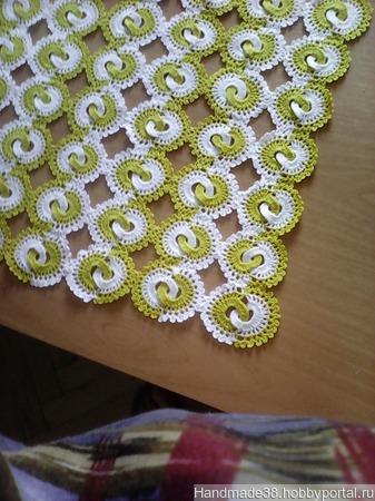 Скатерть-дорожка вязаная двухцветная ручной работы на заказ
