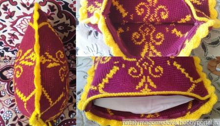 Вязаная жаккардовая подушка с орнаментом. ручной работы на заказ