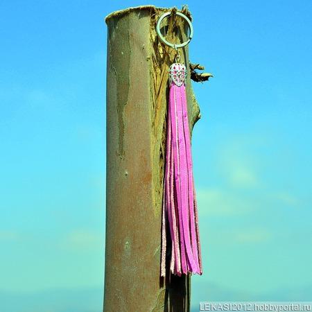 Розовая кожаная кисть - подвеска-брелок ручной работы на заказ