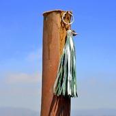 Серебристая кожаная кисть - подвеска-брелок