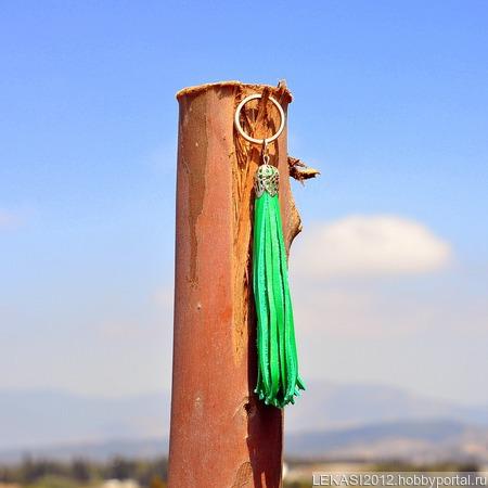 Зеленая кожаная кисть - подвеска-брелок ручной работы на заказ