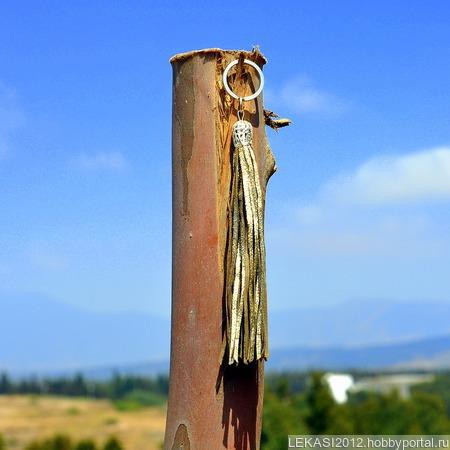 Золотая кожаная кисть - подвеска-брелок ручной работы на заказ