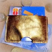 Золотой кожаный картхолдер