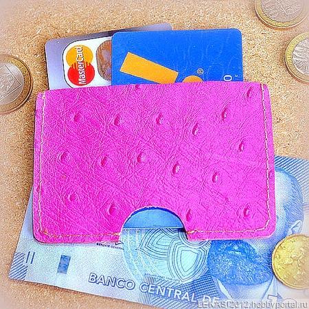 Розовый кожаный картхолдер страусиный ручной работы на заказ