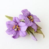 Брошь сиреневые цветы лилии
