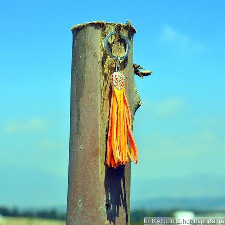 Оранжевая неоновая кожаная кисть - подвеска-брелок ручной работы на заказ