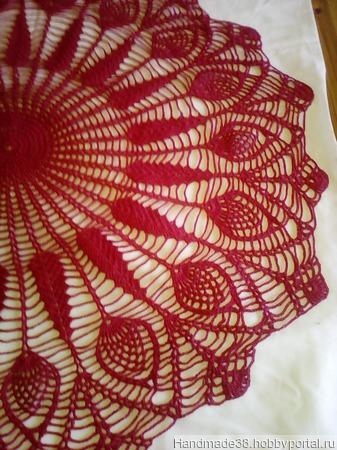 Мини-скатерть вязаная красно-малиновая ручной работы на заказ