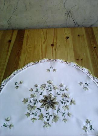 Салфетка вышитая круглая 1 ручной работы на заказ