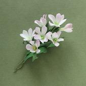 Брошь букетик белых и бледно-розовых цветов