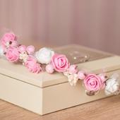 Ободок с цветами и бусинами розовый