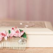 Гребешок с цветами вишни