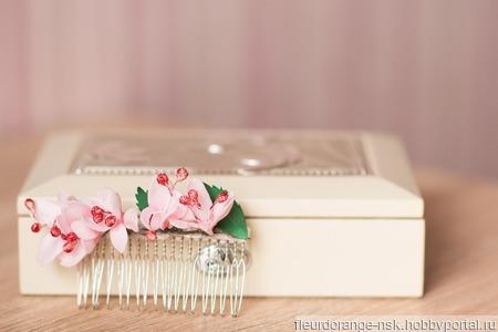 Гребешок с цветами вишни ручной работы на заказ