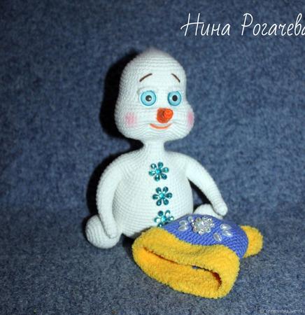Игрушка вязаная Снеговик Каспер ручной работы на заказ