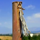 Золотистая кожаная кисть - подвеска-брелок