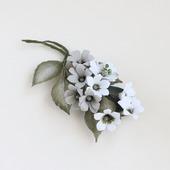 """Брошь с белыми серыми цветами """"Лесной туман"""""""