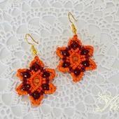 """Небольшие серьги макраме """"Оранжевый цветок"""""""