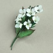 Брошь букетик белых цветов