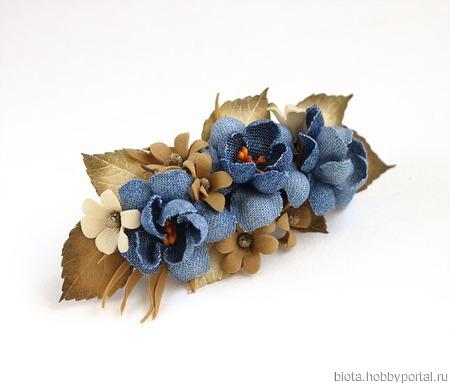 Заколка коричнево-синяя с цветами из джинсы и фоамирана ручной работы на заказ