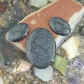 Набор из трех овальных кабошонов, цвет - эбонит