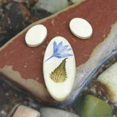 Набор из трех овальных кабошонов жемчужного цвета