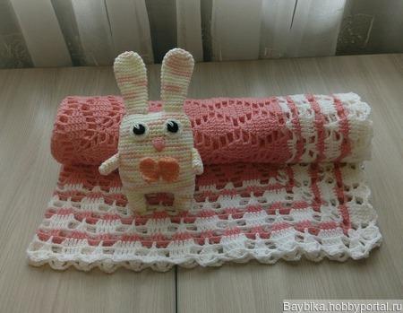 Плед для девочки с игрушкой ручной работы на заказ