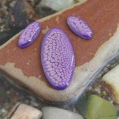 Набор из трех овальных кабошонов, цвет - фиолетовый