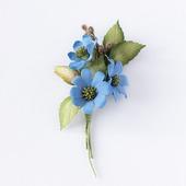 Брошь темно-голубой букетик цветов.