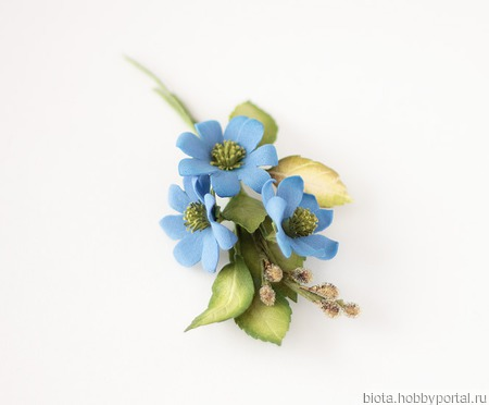 Брошь темно-голубой букетик цветов ручной работы на заказ
