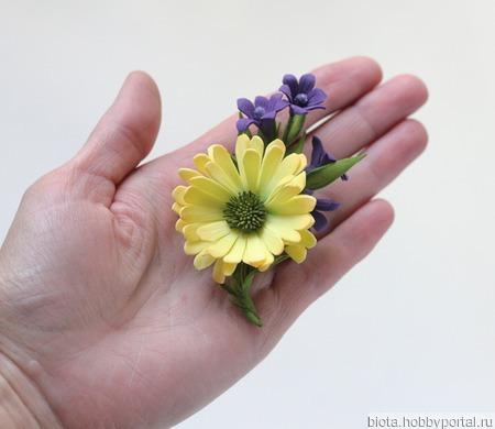Маленькая брошь с желтой ромашкой (2) ручной работы на заказ