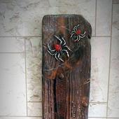 Оригинальный подсвечник из дерева