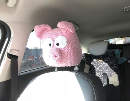 Подголовник, подушка, автоподголовник авточехлы «Свинья» ручной работы на заказ
