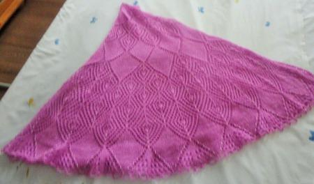 Полукруглая шаль Розовый пион ручной работы на заказ