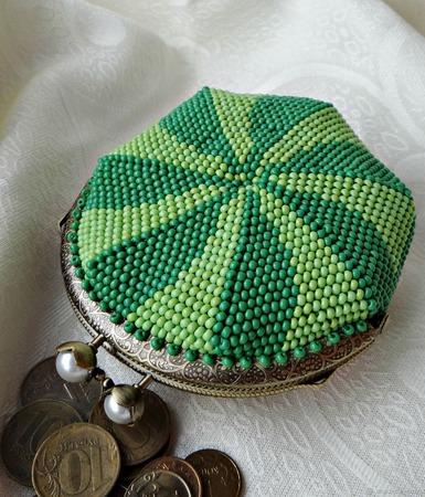 """Монетница из бисера""""Сочный арбуз"""" с фермуаром. Вязание с бисером ручной работы на заказ"""