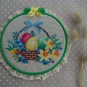 Картина круглая в пяльцах, пасхальный подарок, пасхальный декор, вышивка.