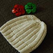 Вязаная шапочка на девочку теплая