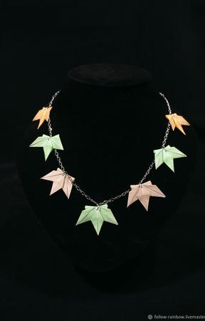 Колье с кленовыми листьями ручной работы на заказ