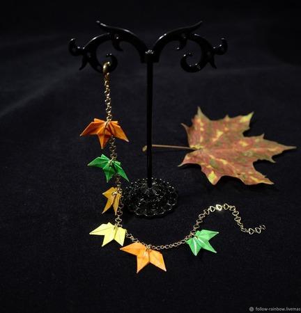 Браслет с кленовыми листьями ручной работы на заказ