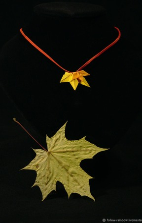 Кулон-подвеска с кленовыми листьями ручной работы на заказ