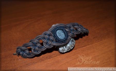 Плетёный браслет с камнем ручной работы на заказ